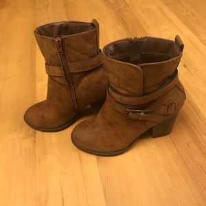 SM New York Shoes - SM New York Quilted Brown Booties Size 8